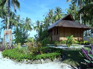 Santa fe Paradise Bungalow 2 Beach front, General Luna