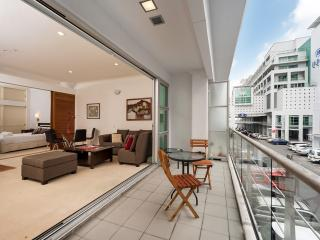 3. Deluxe, top location on Auckland's waterfront