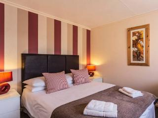 Shorley Wall - 500m from Beach/Shops & Parking for 2 Cars
