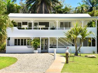 Jamaica Beach House In Port Douglas