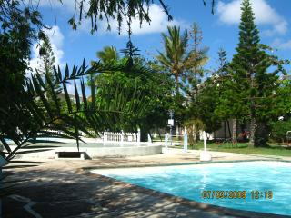 HOUSE IN RESIDENCE WITH 2 LARGE POOL (APPROVAL MIN