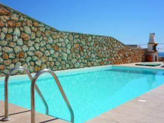 3 bed villa with sea views - 7 nts Oct 16 now £749, Lindos