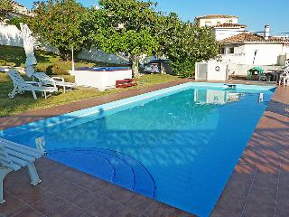 Vila 150 m from the sea with pool