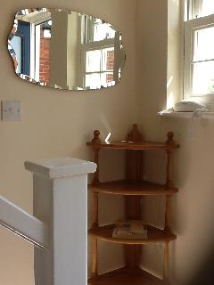 Spacious entrance hall with coat hooks and shoe storage.