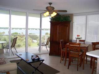 DESTIN WEST 501-Bayside corner-1BR+Bunk Room, 2 Baths