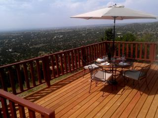 Hilltop Skyhouse! Amazing Views!