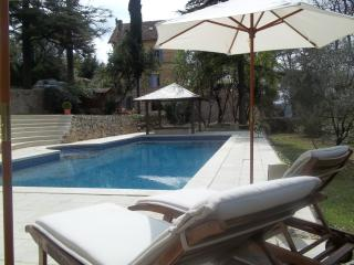 Stylish villa-chateau w large private pool/wifi in Provence Cote d'Azur, Tourrettes