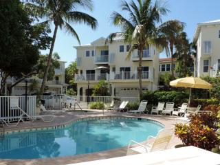 Villa Conch - Luxury Beach Townhouse with Elevator (Bermuda Bay Club)