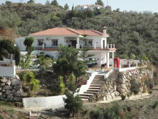 Stunning 4 bed villa with mountain views, Viñuela