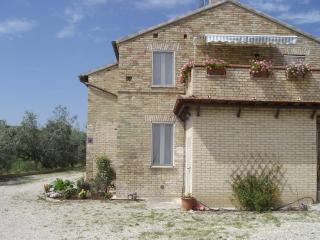 Appartamento per 4 persone, 4 km dal mare, Massignano