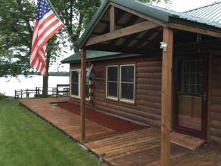Leora's Cabins, Dexter