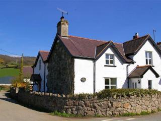 Luxury 4 Bedroom Cottage (sleeps 8+1) Quiet rural, Eglwysbach