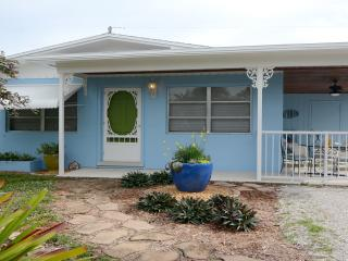 Cozy Updated House Near Beaches & Downtown Stuart
