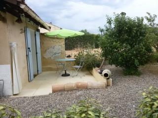 Small House with large garden  nearby Mt ventoux