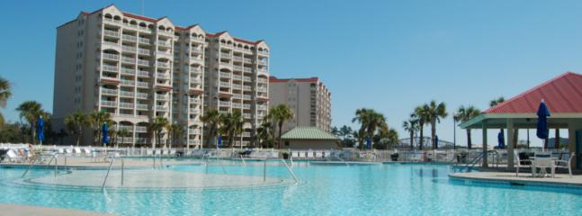 Our guest can use the main pool and hot tub at the marina