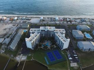 405-B Private Beach, SPA Bath, Lagoon, Lush Pool, Gulf Shores