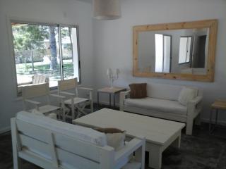 Muy Linda Casa con Jardin y Parrillero, Punta del Este