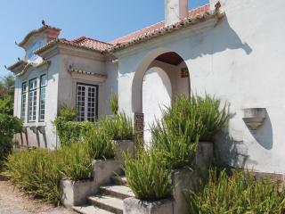 Casa Centenária, Vila Nogueira de Azeitao