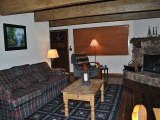 Cozy Romantic Big Bear Cabin Next to Ski Slopes., Big Bear Lake