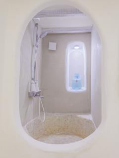 Walk-in bath / shower