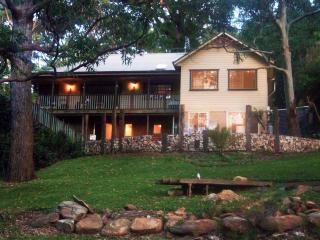 YellowtailStay - The Top Room, Stanwell Tops
