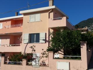 Appartamento in villetta con giardino e vista mare, Cala Gonone