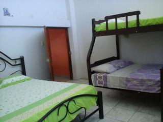 Casa Spondylus clean rooms and private bath, Puerto Lopez