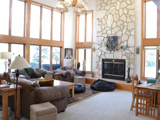 Spectacular Mountain Views in Three Bedroom House Vail, CO