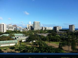 NEWLY RENOVATED OCEAN VIEW STUDIO, Honolulu