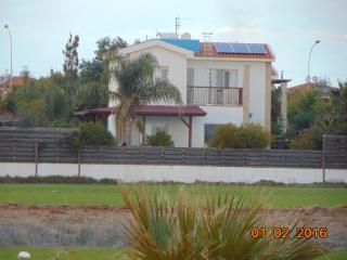 Green yard, 150mtrs from Sirens beach with clear seaviews, private swimming pool