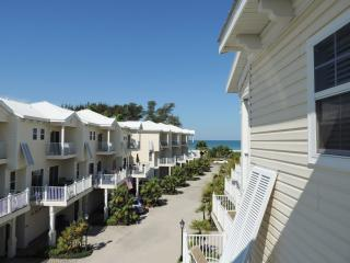 Villa Conch - Beach Townhouse with Elevator, Bradenton Beach