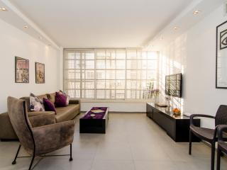 Modiin St - 2 Bedroom Apt -Old North Tel Aviv