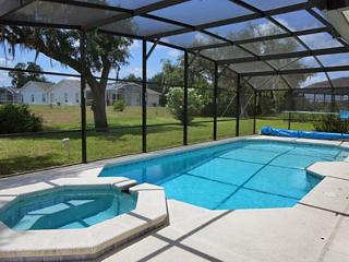 10 mins to Disney, 2900sq ft with pool & hot tub!, Davenport