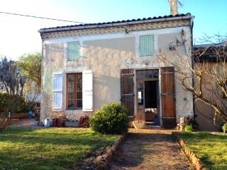 Lovely old house with garden in hilltop village, Sos