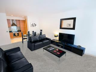 Sleeps 8, Free Parking, Central Apartment, Dublin