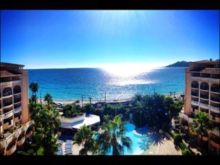 vista mare spettacolare , 2 piscine e mare a 30, Cannes