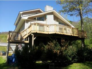 Killington- 6 Bedroom, 3 Bath, Sleeps 20+. Right in the heart of Ski country!