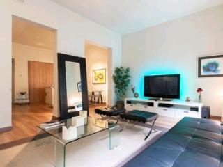 Nuevo piso de lujo minimalista, plaza Colón,Genova, Madri
