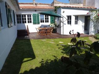 maison de village au calme avec jardin, Ars-en-Re