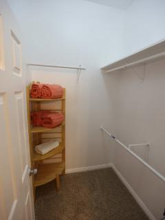 ENGLISH SUITE WALK IN CLOSET