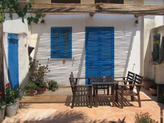 Charming cottage near sandy beach and fish village, Marzamemi
