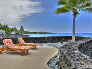 Oceanfront SFH SPA AC 3 BR 3 Bath Next to Beach, Kailua-Kona