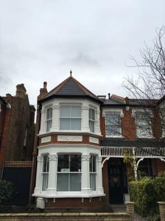 RICHMOND IMPECCABLE FAMILY HOME WITH GARDEN/CHARM