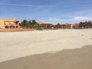 2 Bedroom Ocean Front Condo on Beach with Golf
