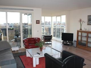 5th floor apartment with amazing viez, Amsterdã