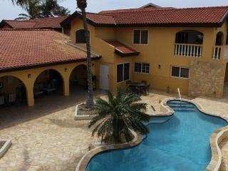 Aruba Beach Villa 5 bedroom 200 steps arashi Beach, Malmok Beach