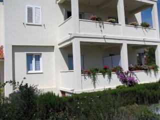 Apartments Ana AP1 (2+1), Grebastica