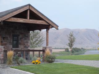 Modern Rustic Retreat~Private Carriage House~River, Bozeman