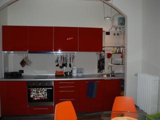Soggiorno - cucina super attrezzata (forno, lavastoviglie, microonde...)