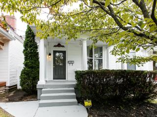 Lovely Highlands Home, Steps to Restaurant Row!